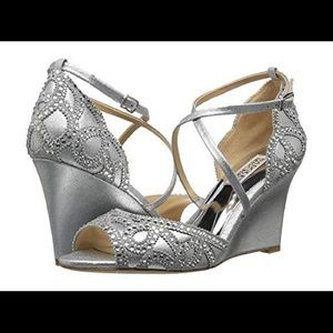 Badgley Mischka Silver Wedges Size 6